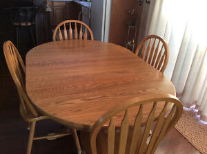 Solid Oak, Round Extending to Oval, PedestalTable with 4 chairs.