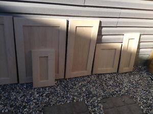 Kitchen cabinets door & drawers ( shaker maple)