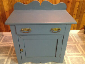VINTAGE SMALL FLOOR CABINET WITH DRAWER