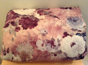 Floral Double Bed Blanket Cornwall Ontario image 1
