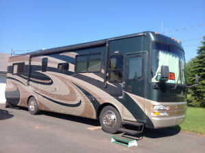 For Sale: 2006 National Tropical 33' Motorhome