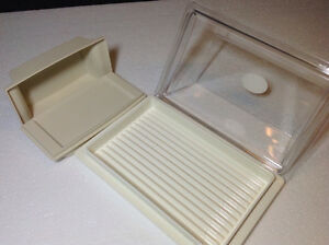 2 vintage Tupperware dishes, selling together Cambridge Kitchener Area image 3