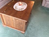 Coffee table/ storage unit