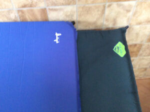 Camping ,, matelas auto gonflant