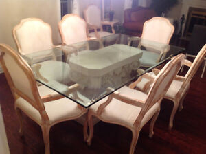 TABLE EN VITRE - PROVENANT DE MEUBLE RENO