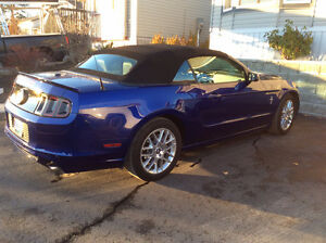 2013 Ford Mustang V6 Premium Convertible (2 door)