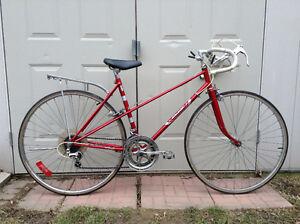 """Vintage Ladies """"Red Raleigh"""" Road Bike!"""
