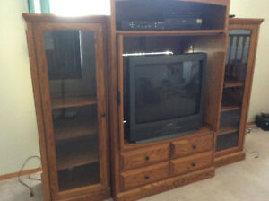 Beautifull 3 piece Oak Entertainment Centre