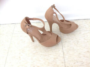 Very Elegant Beige shoes once worn size 6