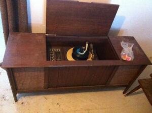 Tournes disques vinyles acheter et vendre dans qu bec for Meuble antique kijiji