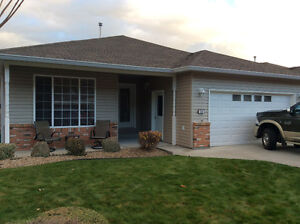 Furnished home for sale in Red Wing, Penticton - Just move in!
