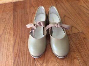 Chaussures de claquettes grandeur 6,5 / Tap dance shoes size 6,5