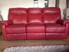 Leather suite comprising three seater and 2 x two seater couches all with reclining seats