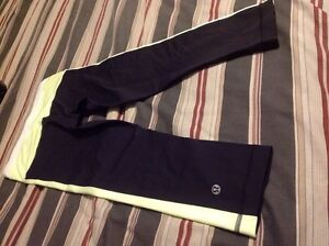 LULULEMON SIZE 2 Tights  and Stride Jacket EXCELLENT CONDITION  Kingston Kingston Area image 9