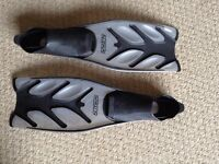 Flippers/Fins for snorkelling or Scuba Diving (Size 8-9)