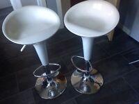 2 breakfast bar stools