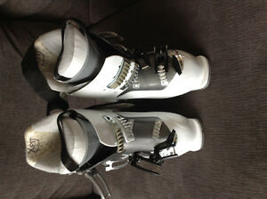 Women's size 24.5 salomon ski boots with bag