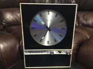 RARE & EXQUISITE RCA RZS45W VINTAGE  WALL CLOCK WITH AM FM RADIO