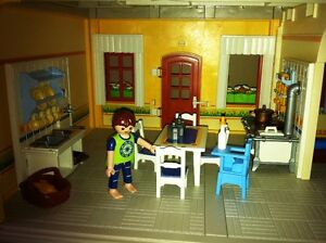 Playmobil Victorian Mansion - with furniture and poeple West Island Greater Montréal image 6