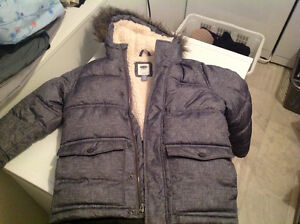 Old Navy winter coat size 6-7  **LIKE NEW**