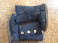 Girls ugg boots shoes. Size 3.