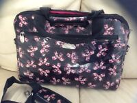 Ladies padded laptop bag with strap