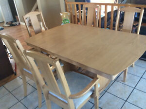 Kitchen table and 5 chairs