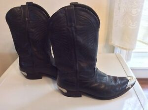 ** GENUINE LEATHER WESTERN BOOTS (9W) - EX. COND.  GOOD QUALITY!