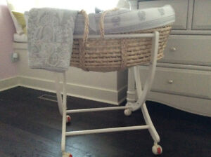 Moses Bassinet (with stand) Pali