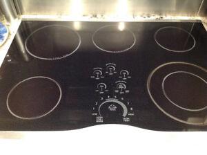 Ensemble plaque chauffante et four encastré Jenn-Air