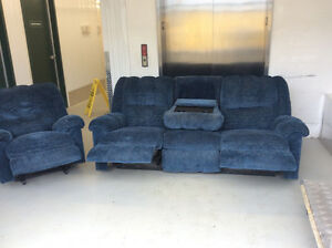 Coach & recliner $250 delivery available 902-210-0835