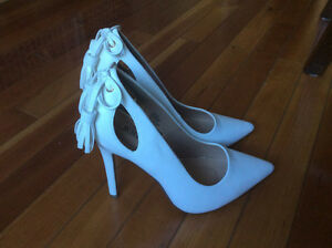 Souliers blanc. $20.00