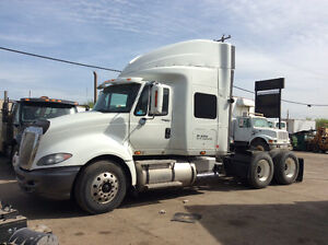 2009 Prostar Premium Tandem Axel Tractor With Sleeper