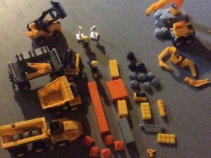 Mega blocks construction caterpillar set