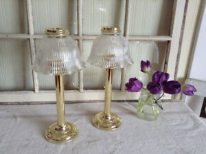 2 Lamp looking candle holders
