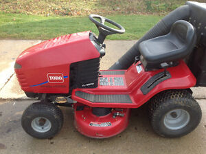 TORO LAWNMOWER. with BAGGER