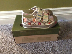 KEEN SULA Pink Strip Toddler Shoes Size 9 Brand New in Box