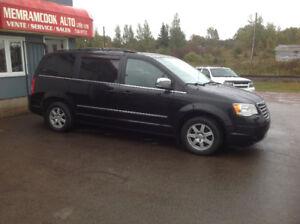 2009 Chrysler Town & Country Minivan, Van