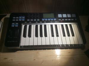 Samson Graphite 25 keyboard/midi