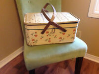 Retro tin picnic basket with wooden handles