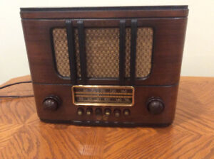1939 Restored RCA VCTOR wooden mantle radio