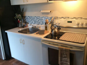 One bedroom apt 20 min nt of Brampton/flat in a house/available