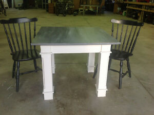 Solid oak table 2 chairs