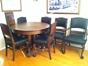 Ensemble antique chêne maillé cuisine/salle à manger + vitrio