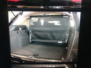 Never used  Audi Q5 – Dog Gate / Animal Partition + carry bag