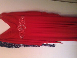 •BEAUTIFUL RED DRESS FOR SALE•