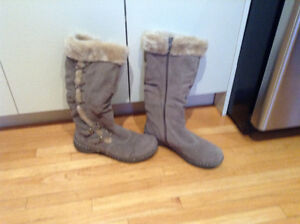 Brand new Denver Hayes women's boots for sale