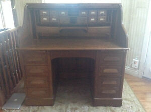 Late 19th/Early 20th Century Solid Oak Roll Top Desk