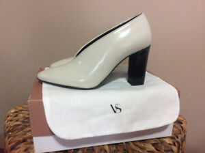 Via Spiga Lether Pump. US size 8