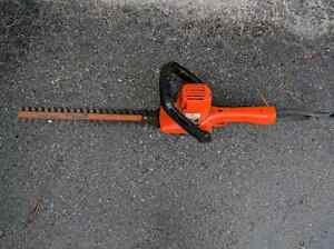 "Taille haie black&decker hedge trimmer 16""pouces"